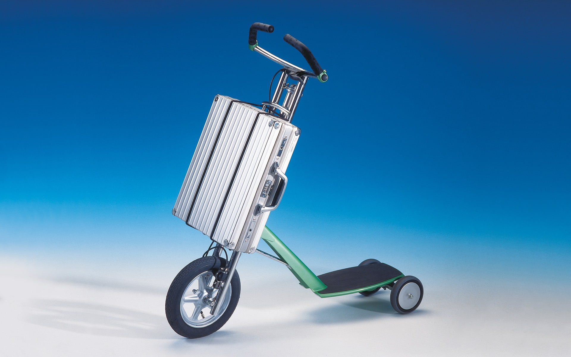 ITO Design in-house study city cityscooter with attached aluminium suitcase, created in 1992