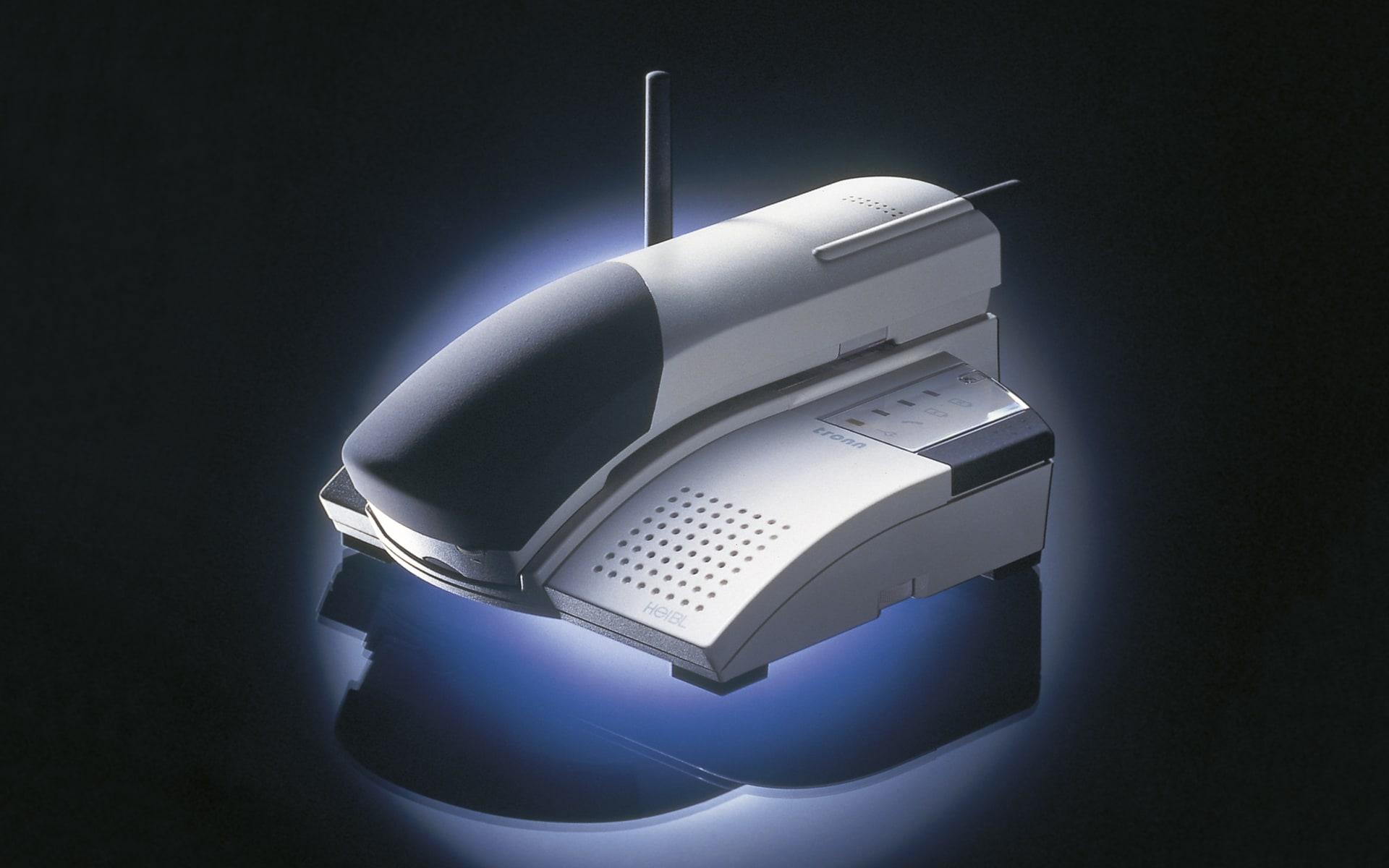 Telefon Tronn in zwei Grautönen für Heibl von ITO Design, 1996 entworfen