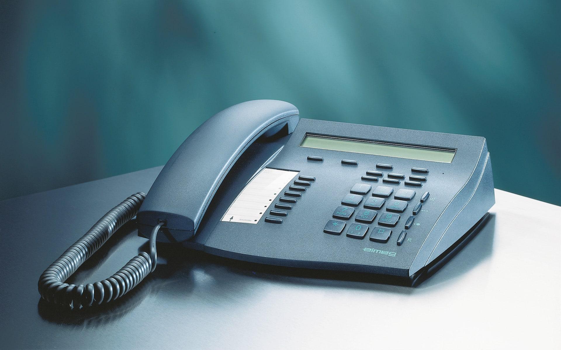 Schwarzes Telefon für Elmeg von ITO Design, 2000 entworfen
