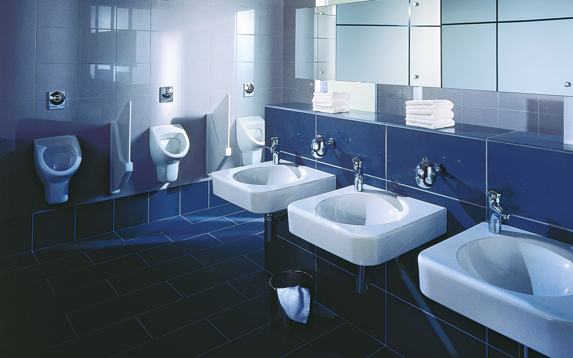 Minimalistische weisse Waschbecken für Villeroy & Boch von ITO Design, 2001 entworfen