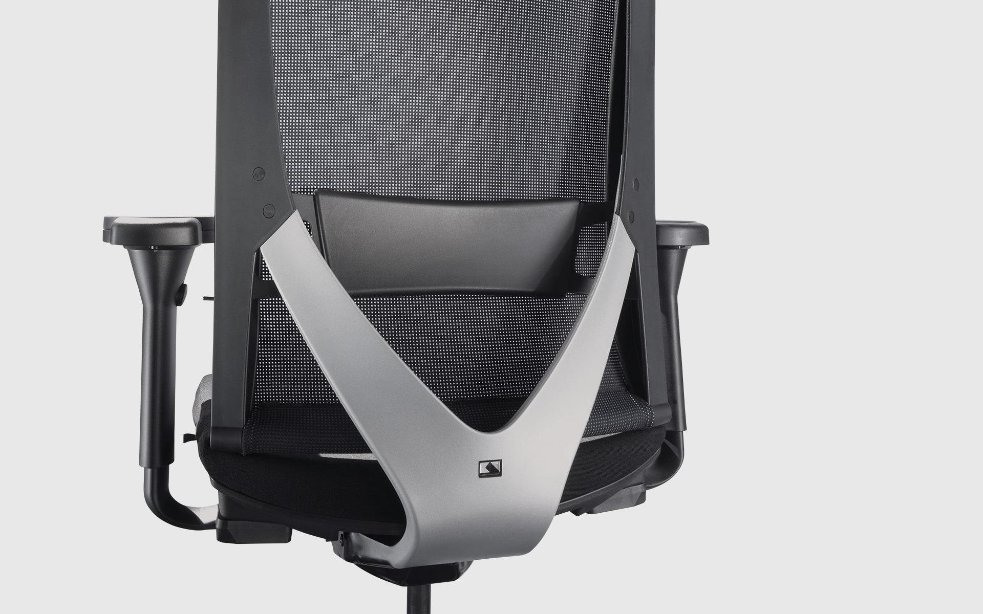Nahaufnahme der ergonomischen Rückenlehne des K+N Okay Bürostuhls von ITO Design