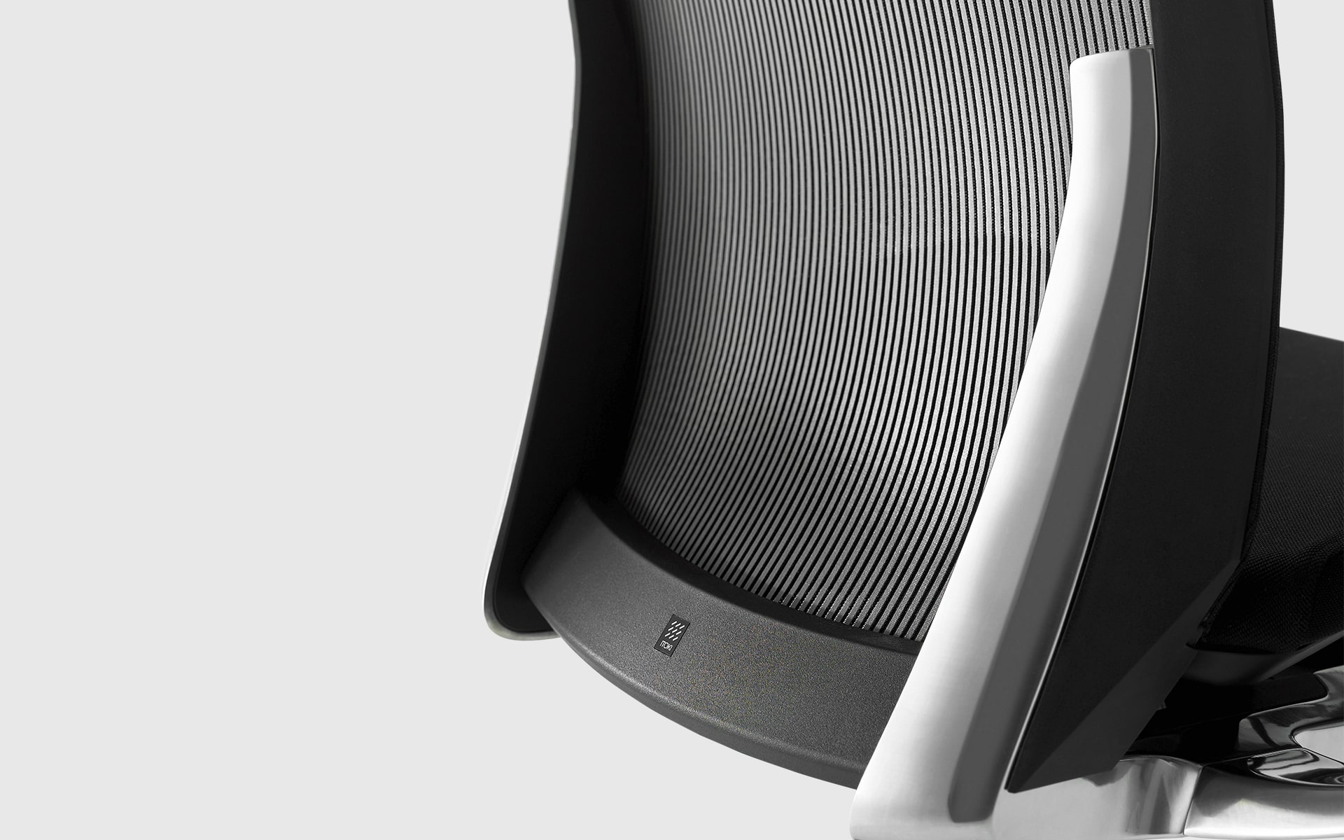 Close-up of the backrest of the ITOKI Vento office chair by ITO Design