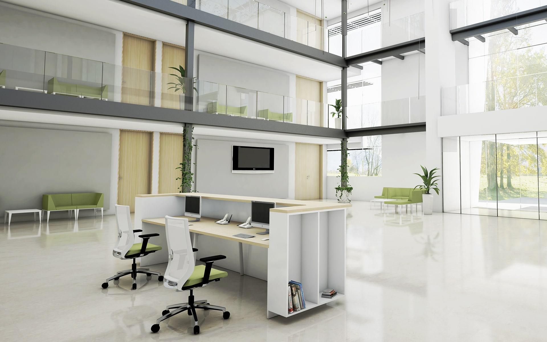 Forma 5 Eben Bürostühle von ITO Design mit weissen Lehnen und grünen Polstern in hellem Empfangsbereich