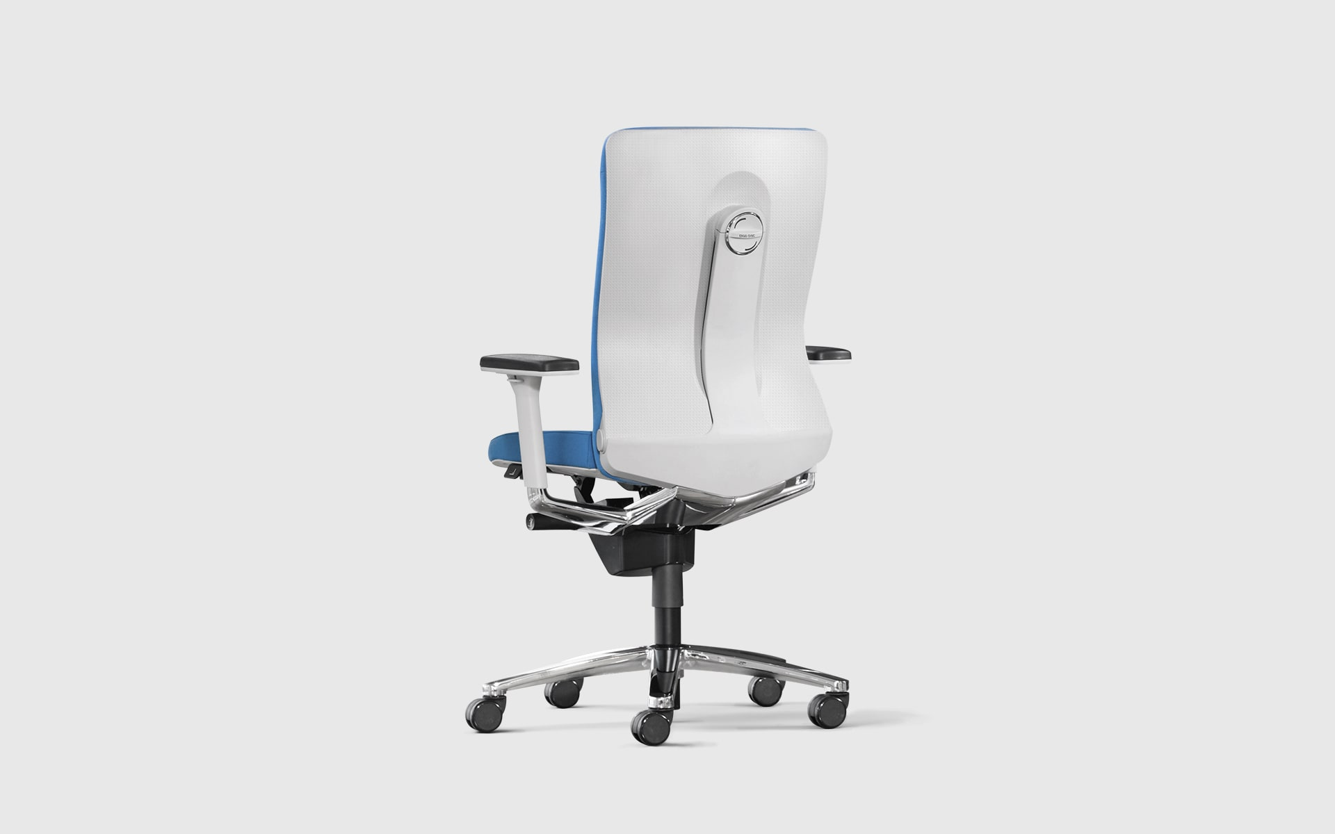 König + Neurath Lamiga office chair by ITO Design with ergonomic white backrest and blue upholstery