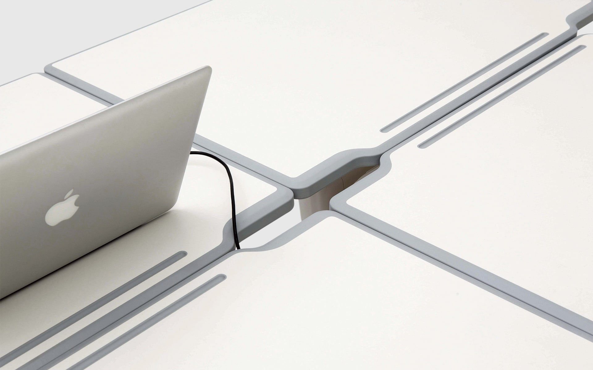 Close-up of the cable recess of the collaborative table system Fursys Align by ITO Design