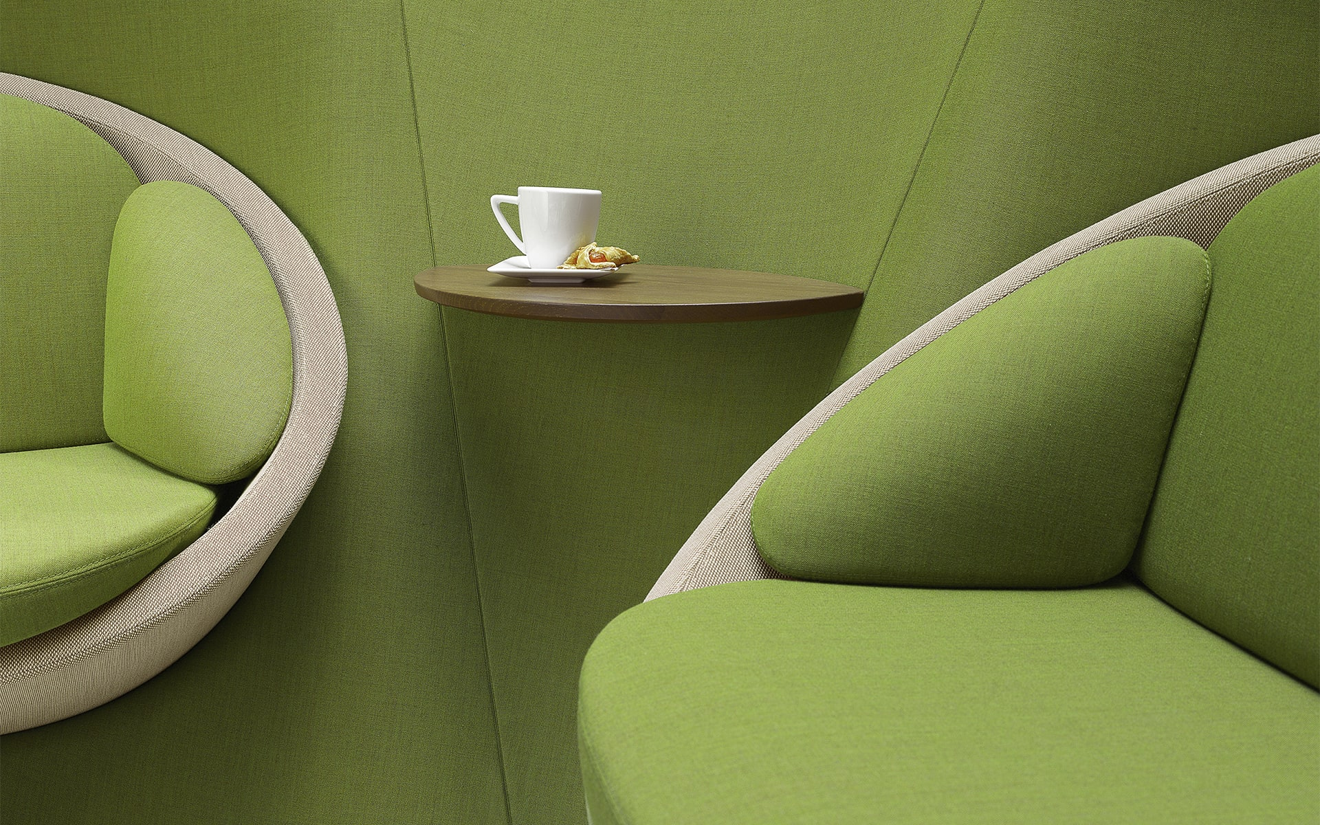 Close-up of the Profim Wyspa lounge seating system by ITO Design in green with integrated shelf