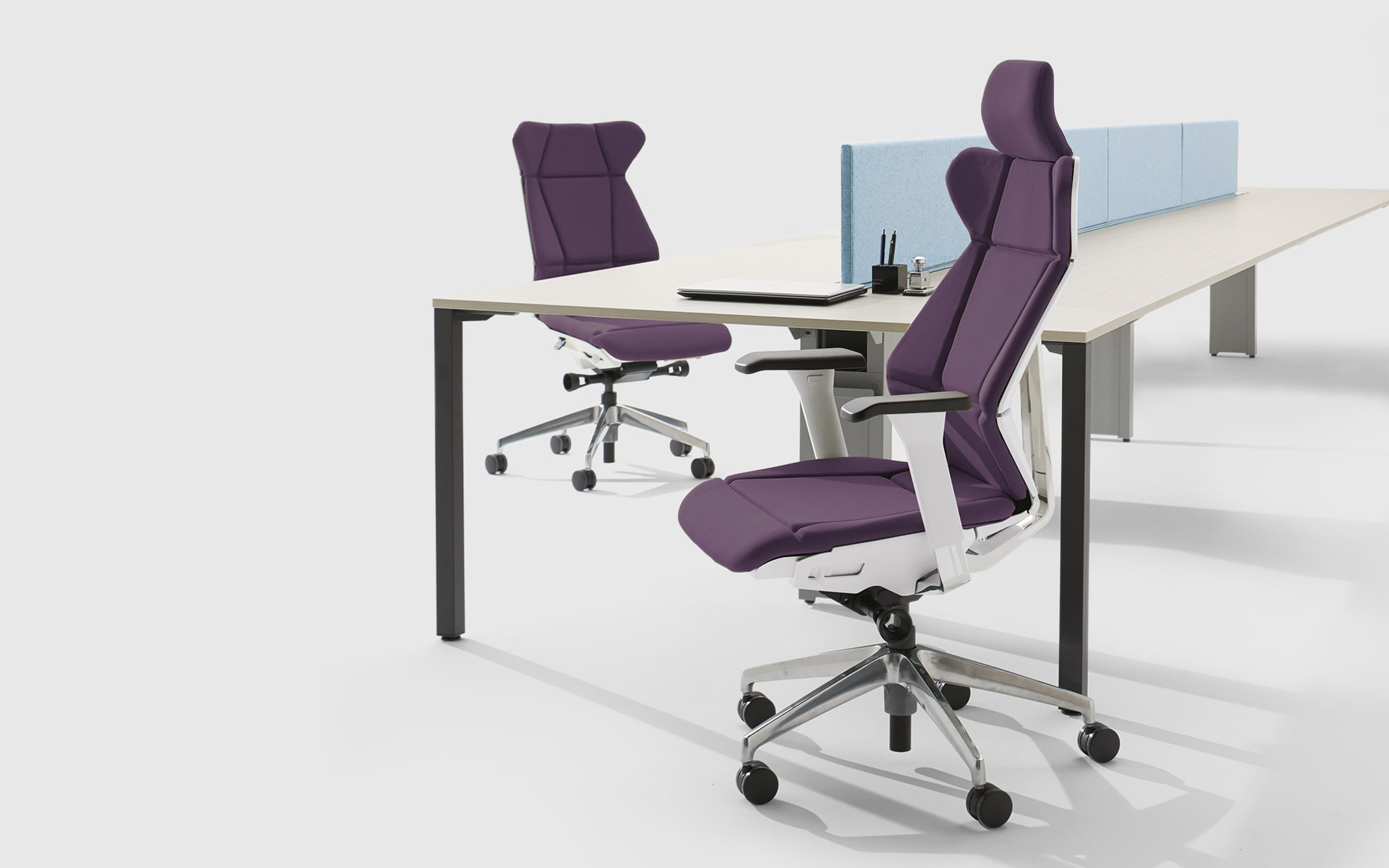 ITOKI FF office chairs by ITO Design with origami look, white backrests and purple upholstery at team workstations