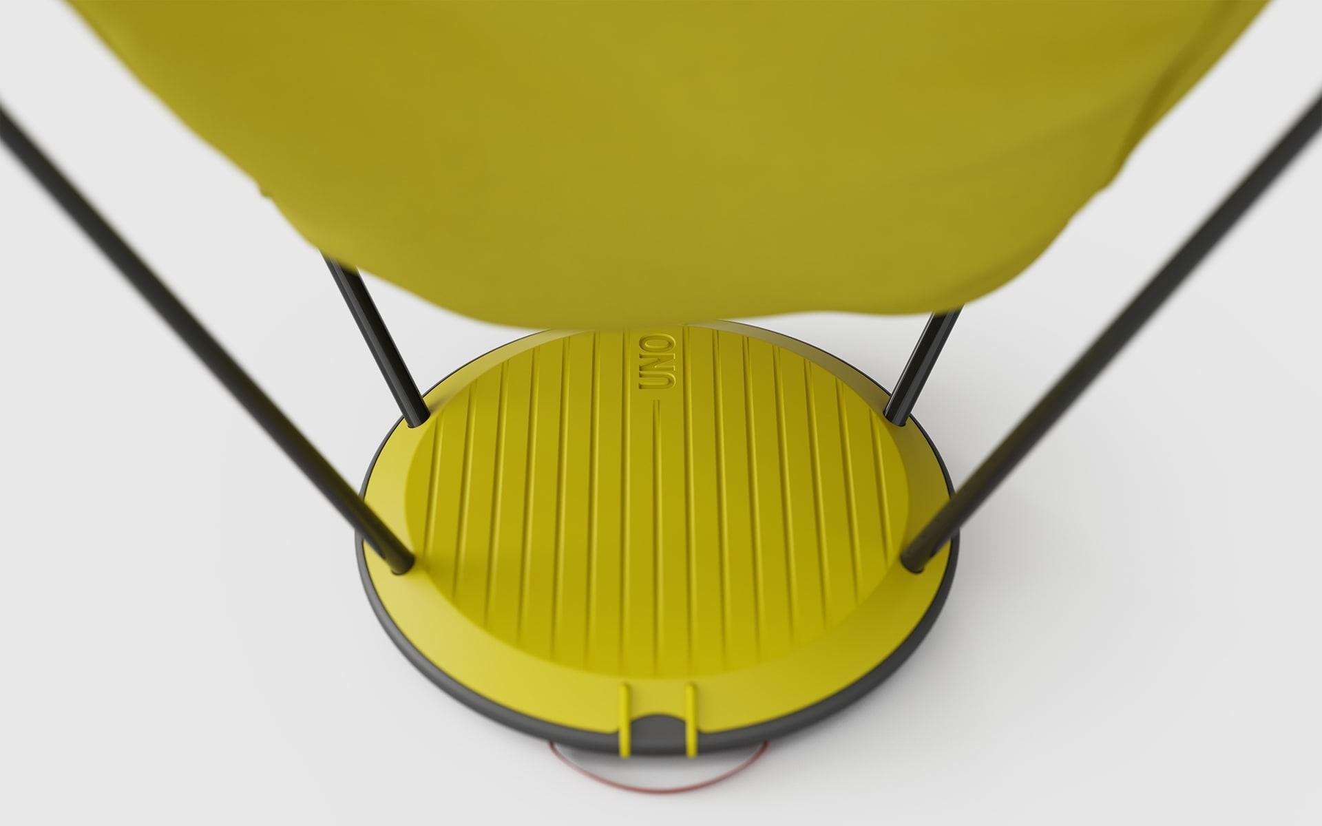 Nahaufnahme des Tellerfusses eines gelben Therm-a-Rest Uno Outdoor-Stuhls von ITO Design