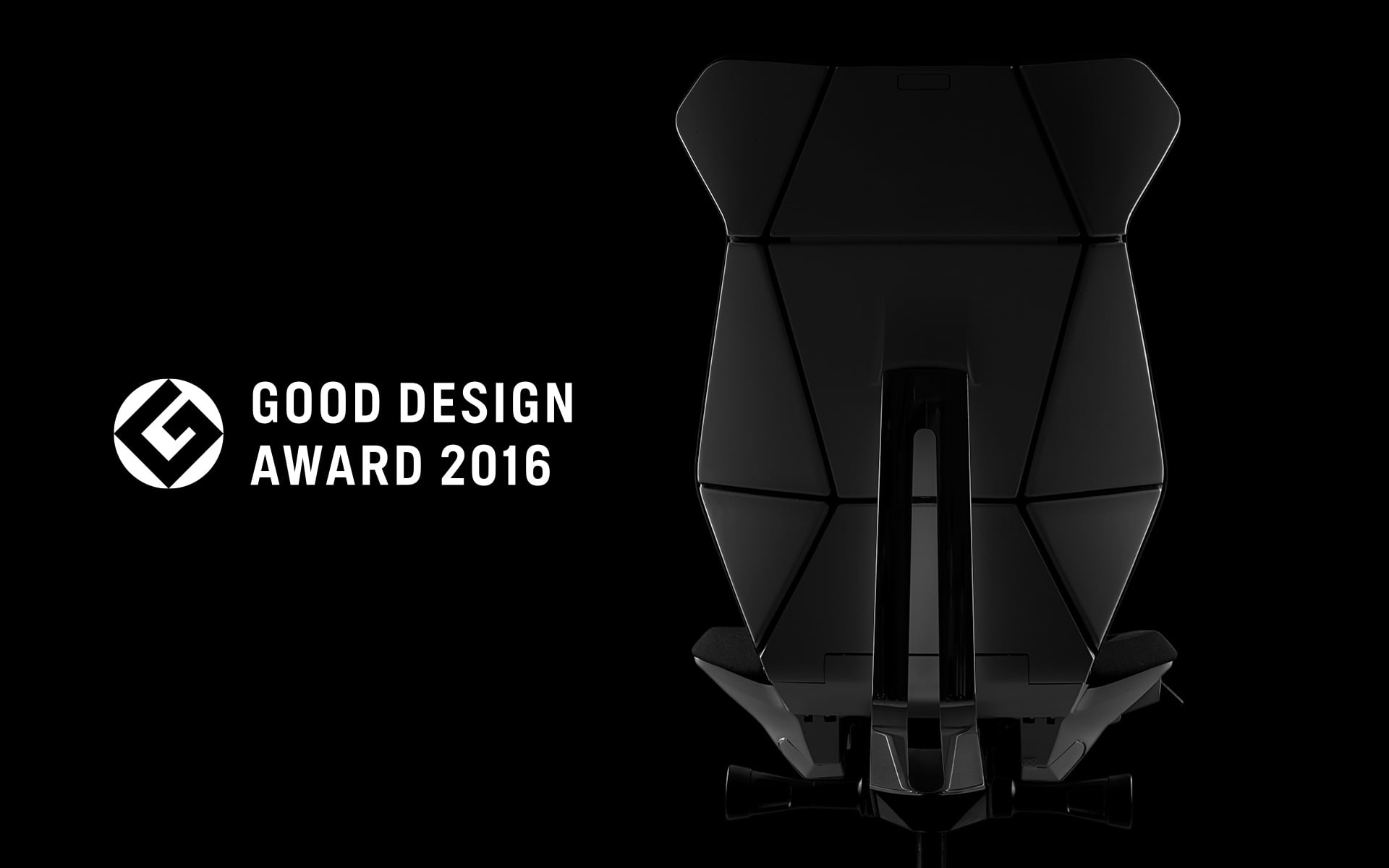 A black ITOKI FF office chair by ITO Design with origami backrest next to the logo of the Japanese Good Design Award